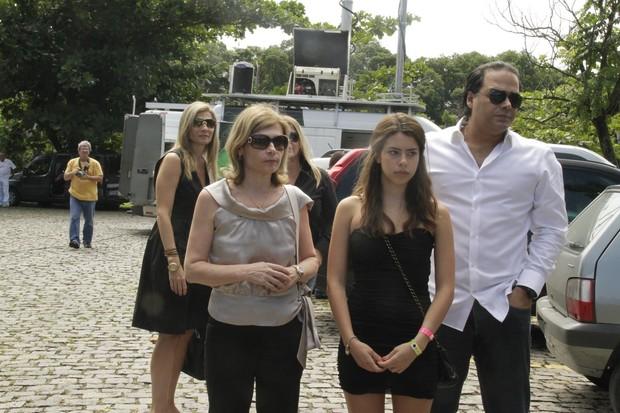 Zelia na cremação de Chico Anysio (Foto: Isac Luz/EGO)