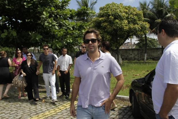 Bruno Mazzeo na cremação de Chico Anysio (Foto: Isac Luz/EGO)