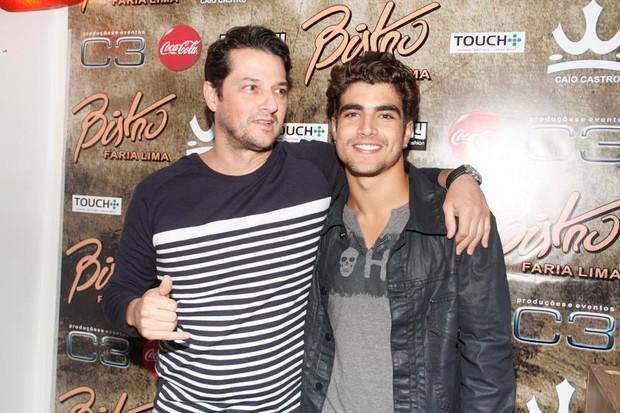 Marcelo Serrado e Caio Castro em inauguração de restaurante em São Paulo (Foto: Amauri Nehn/ Ag.News)