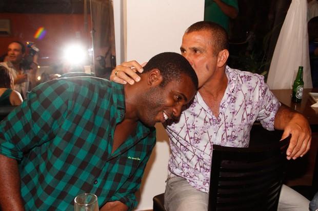 Rafael Zulu e Eri Johnson em inauguração de restaurante em São Paulo (Foto: Amauri Nehn/ Ag.News)