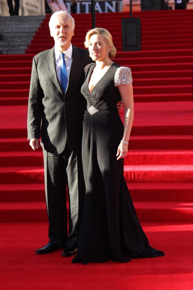 """O diretor James Cameron e a atriz Kate Winslet na pré-estreia de """"Titanic 3D"""" em Londres (Foto: Getty Images)"""