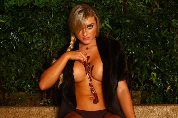Coelhinha da 'Playboy' reclama: 'Acham que eu sou sexy o tempo todo'