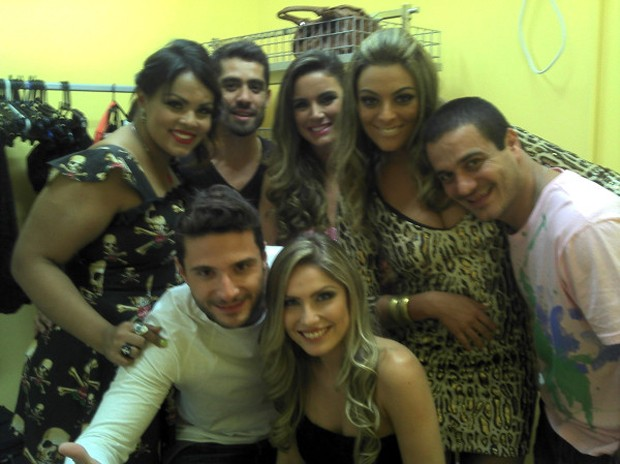 Analice, Yuri, Laisa, Monique, Rafa, Renata e Ronaldo (Foto: Reprodução/ Twitter)