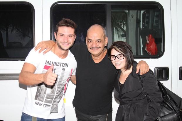 Os ex-BBBs Ronaldo, João Carvalho e Mayara no hotel (Foto: Clayton Militão / Photo Rio News)
