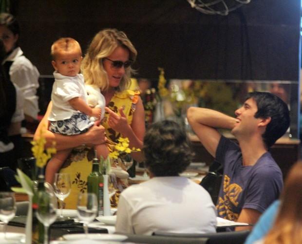 Juliana Silveira e família (Foto: Marcus Pavão / AgNews)