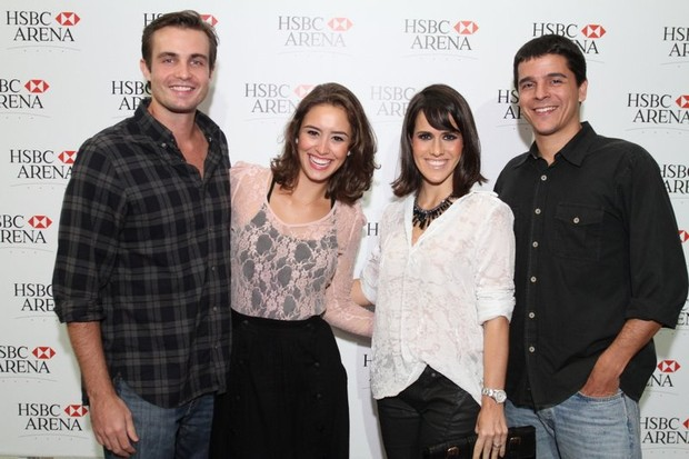 Os casais Fernanda Pontes e Diogo Boni e Max Fercondini e Amanda Ritcher no show de Michael Bublé (Foto: Anderson Borde/Ag News)