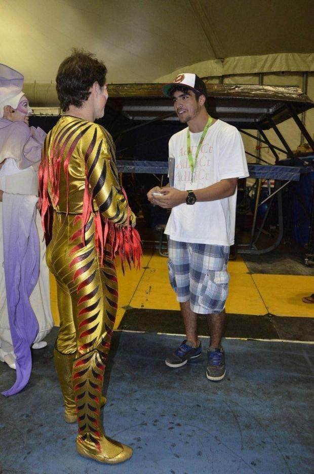 Caio Castro com Cirque du Soleil (Foto: Agnews)