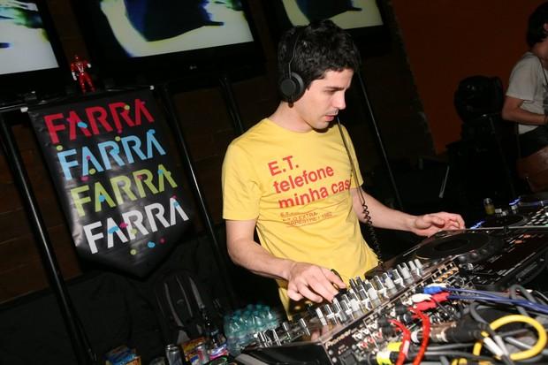 Pedro Naschling comanda festa Funfarra em Curitiba (Foto: André Muzell/Ag News)