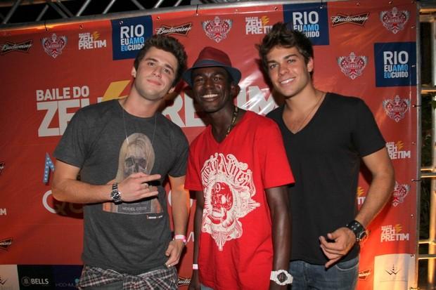 Lucas Cordeiro, Gil Coelho e Negueba em festa no Rio (Foto: Daniel Delmiro/Ag News)