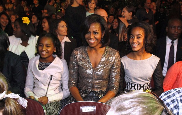 Michelle Obama com as filhas no Kids Choice Awards (Foto: Reuters)
