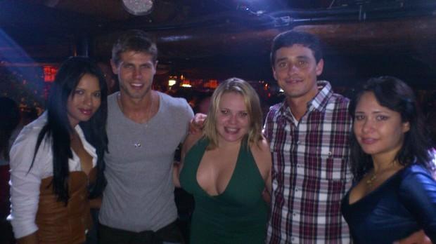 Ariadna, Jonas, Paulinha, Fael e Jake em boate no Rio (Foto: Divulgação)