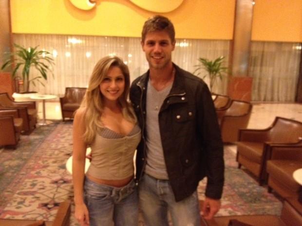 Ex-BBBs Renata e Jonas em hotel no Rio (Foto: Divulgação)