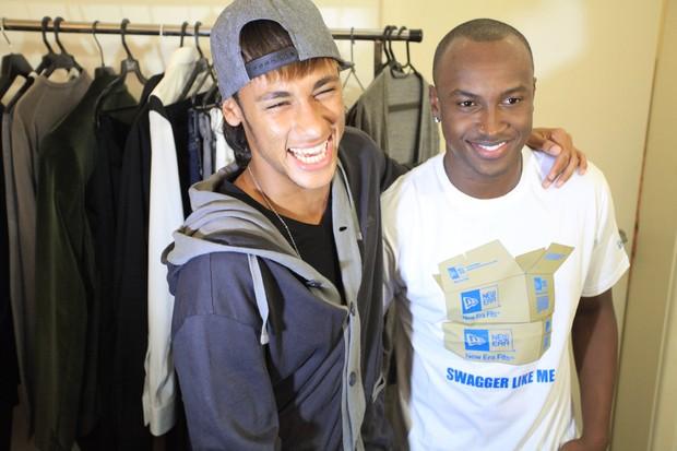Neymar posa com Thiaguinho nos bastidores da gravação do DVD do cantor em São Paulo (Foto: Fred Pontes/ Divulgação)