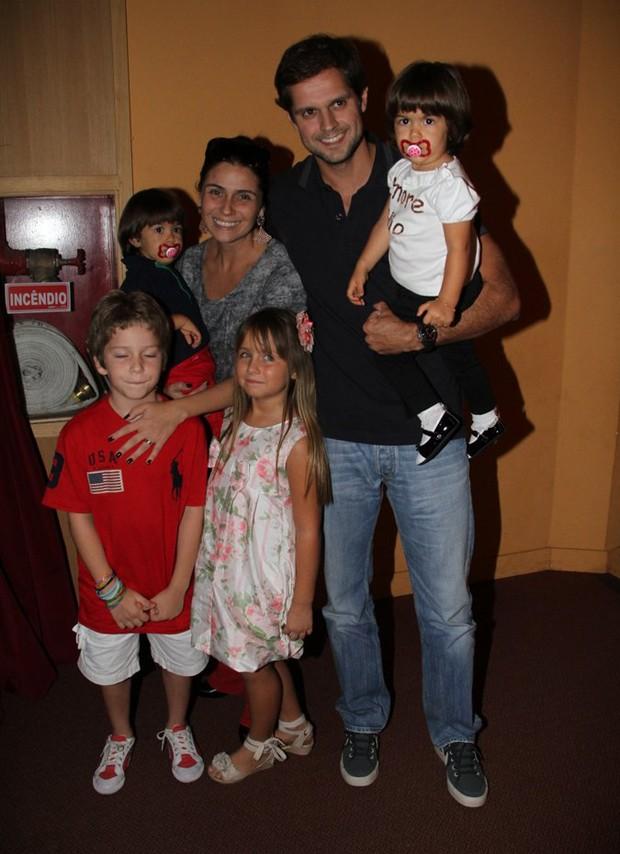 Giovanna Antonelli e família (Foto: Agnews/ Daniel Delmiro)