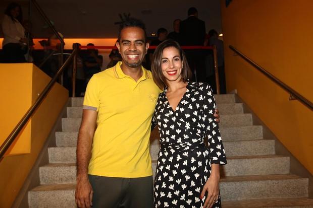 Tania Khalill com o marido Jair Oliveira em pré-estreia de filme em