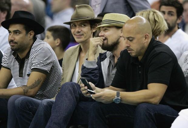 Leonardo DiCaprio assiste a jogo de basquete em Nova Orleans, nos Estados Unidos (Foto: Reuters/ Agência)