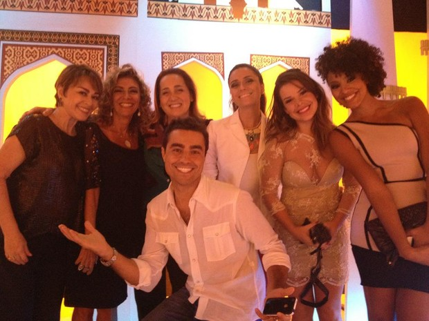 Elenco de 'Aquele Beijo'  (Foto: Divulga&#231;&#227;o)