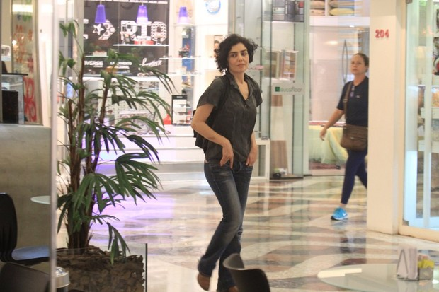 Let&#237;cia Sabatella em shopping no Rio (Foto: Rodrigo dos Anjos / Ag. News)
