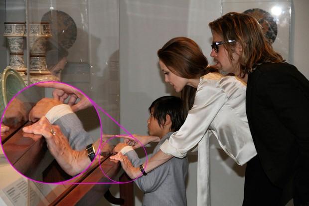 Angelina Jolie e Brad Pitt com o filho Maddox em Los Angeles (Foto: Reuters)