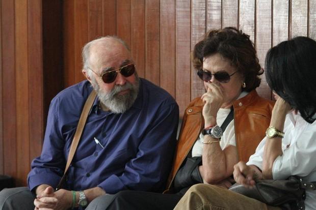 Mauro Mendonça e Rosamaria Murtinho no velório de Marly Bueno (Foto: Onofre Veras / AgNews)