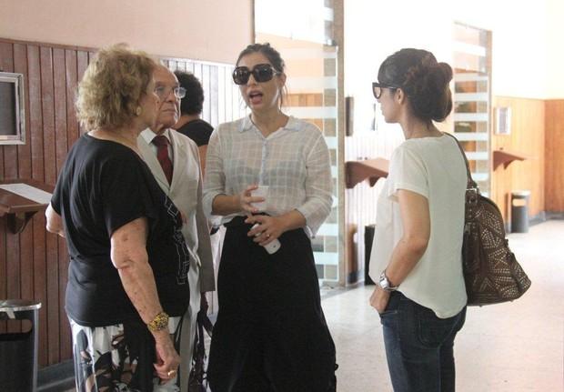 Familiares e amigos no velório de Marly Bueno (Foto: Onofre Veras / AgNews)