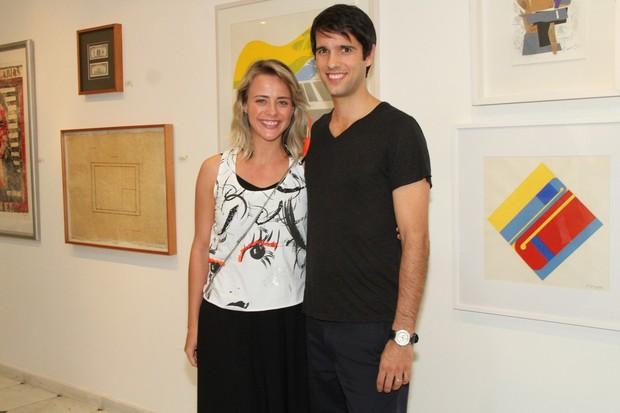 Juliana Silveira com João Vergara em exposição no Rio (Foto: Roberto Filho/ Ag.News)