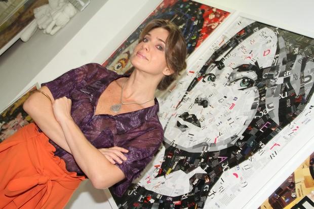 Letícia Spiller confere exposição no Rio (Foto: Roberto Filho/ Ag.News)