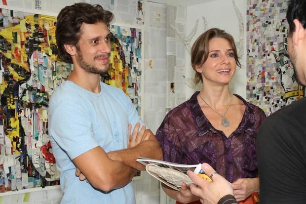 Letícia Spiller com o marido Lucas Loureiro em exposição no Rio (Foto: Roberto Filho/ Ag.News)