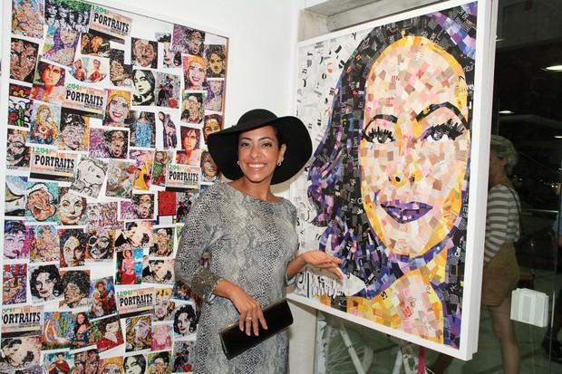 Samantha Schmütz em exposição no Rio (Foto: Roberto Filho/ Ag.News)