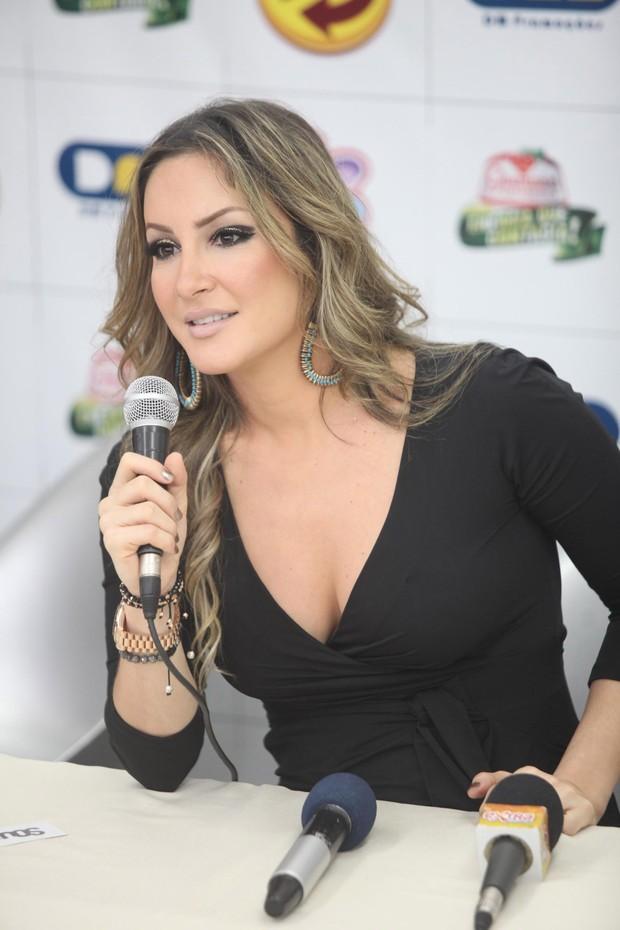Claudia Leitte na coletiva do Axé Brasil, em BH (Foto: Fred Pontes / Divulgação)