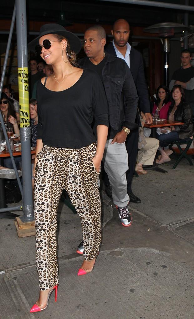 Beyoncé e o marido, Jay-Z,  em passeio por Nova York (Foto: X 17)