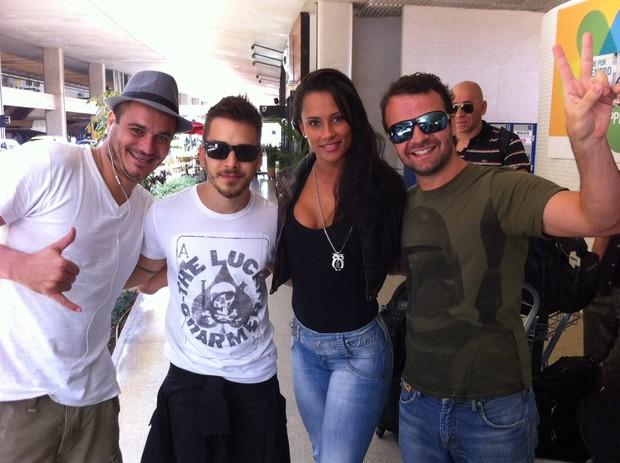 Os Ex-BBBs Kelly e Rafa com Junior Lima e Amon (Foto: Felipe Abílio/ EGO)