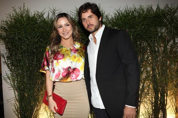 Claudia Leitte e o marido, Marcio, no lançamento do livro de Marco Antônio di Biaggi (Foto: Iwi Onodera / EGO)