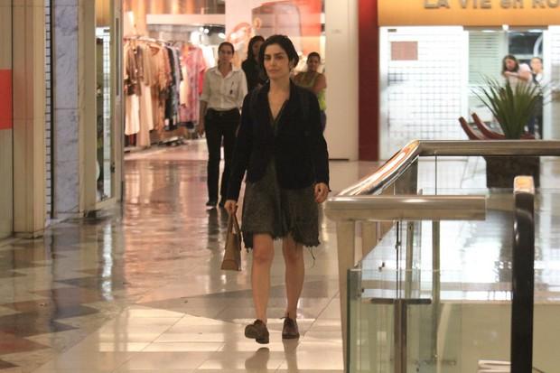 Letícia Sabatella em shopping no Rio (Foto: Rodrigo dos Anjos / Ag. News)