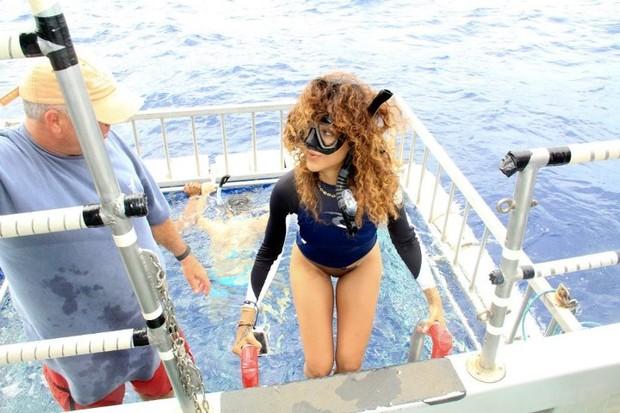 Rihanna em fárias no Havaí em janeiro (Foto: Facebook/ Reprodução)