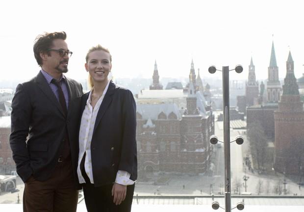 Robert Downey Jr e Scarlett Johansson divulgam filme em Moscou (Foto: Reuters)