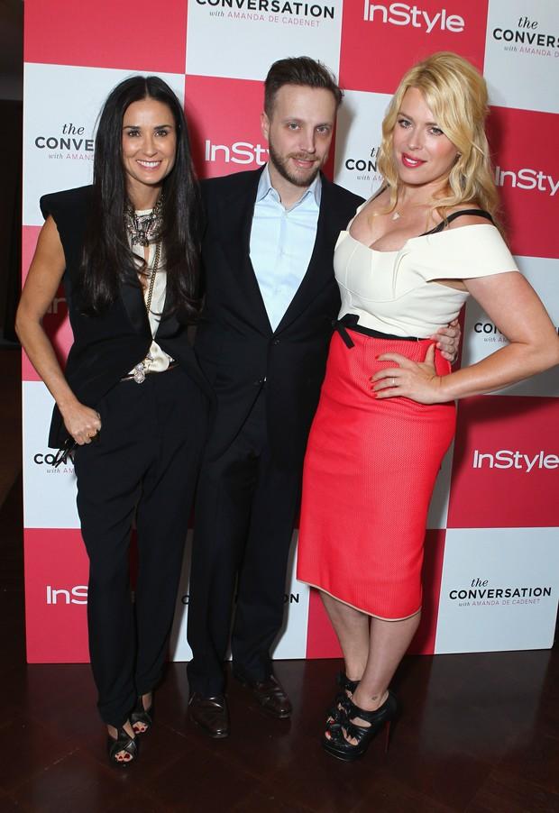 Demi Moore, o editor da revista 'InStyle' Ariel Foxman e a atriz Amanda de Cadenet em evento em Los Angeles, no EUA (Foto: Getty Images/ Agência)