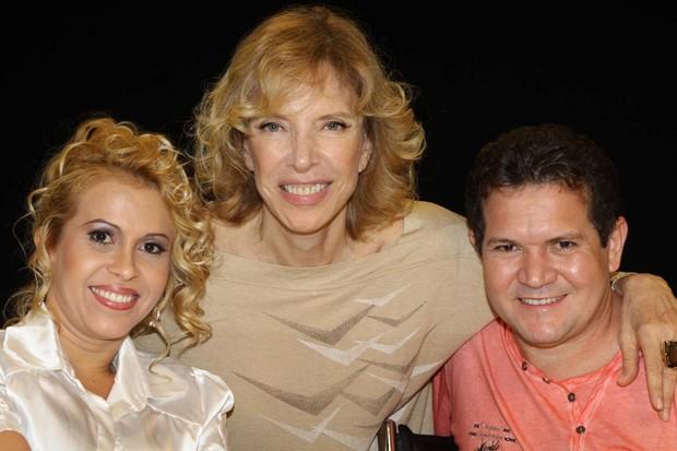 Joelma e Chimbinha com Marília Gabriela (Foto: Carol Soares / Divulgação SBT)