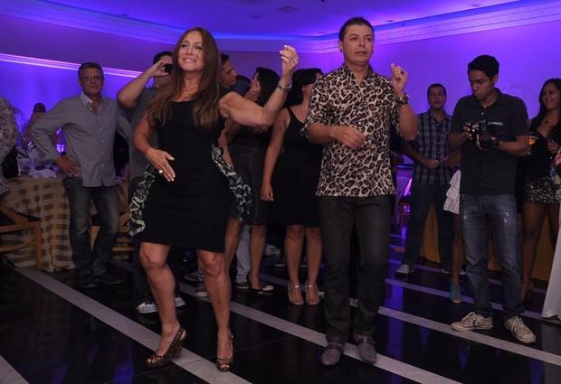 Susana Vieira e David Brazil dança no aniversário de Antônia Fontenelle no Rio (Foto: Roberto Teixeira/ EGO)