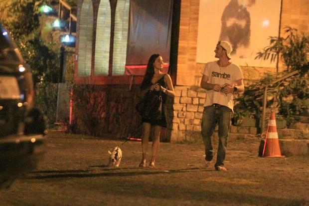 Isis Valverde com o namorado Tom Rezende no Rio (Foto: Delson Silva/ Ag. News)