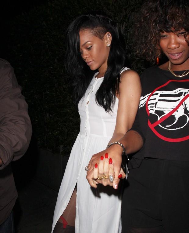 Rihanna em suposto encontro romântico com outra mulher - X17 (Foto: X17 / Agência)