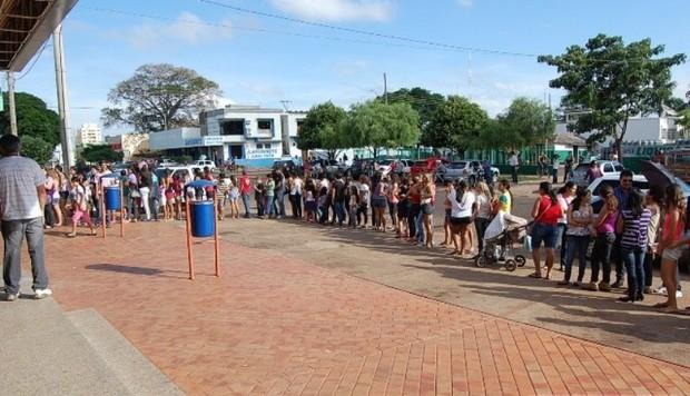 Fila para ver Fael (Foto: Divulgação / Divulgação)
