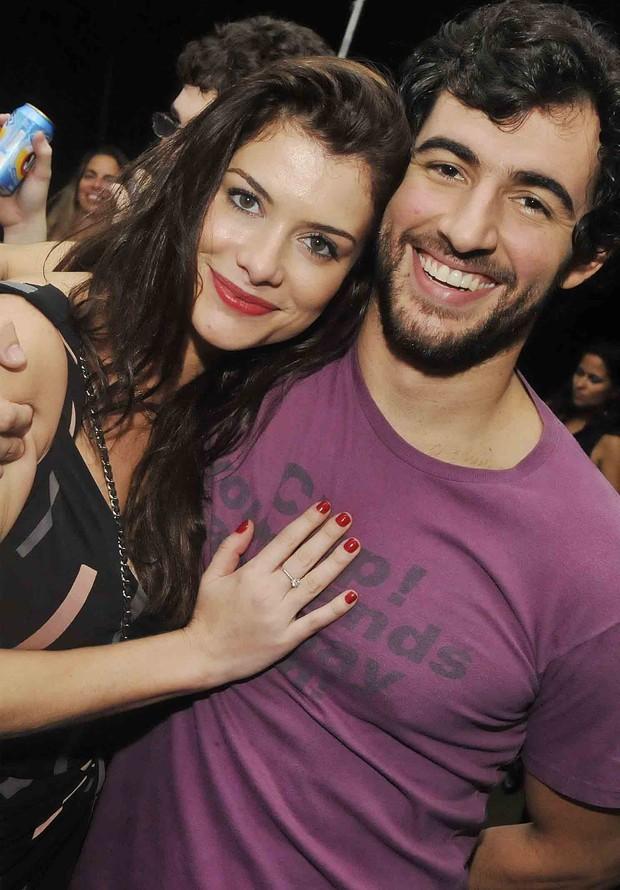 Alinne Moraes e Felipe Simão (Foto: Ari Kaye / Divulgação)