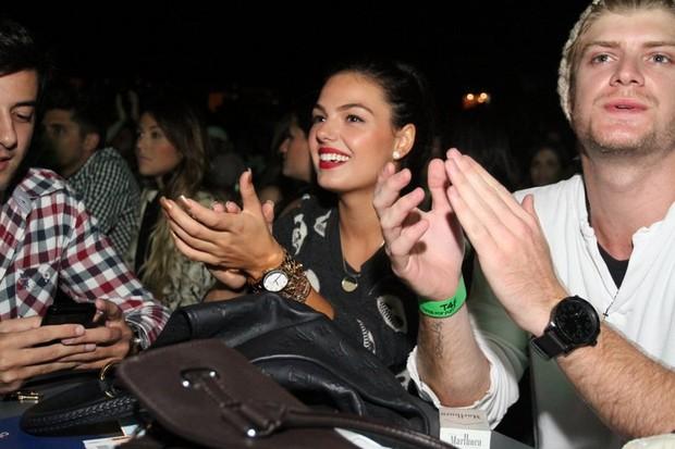 Isis Valverde e Tom Rezende no show de Jorge & Mateus no Rio (Foto: Anderson Borde/AgNews)