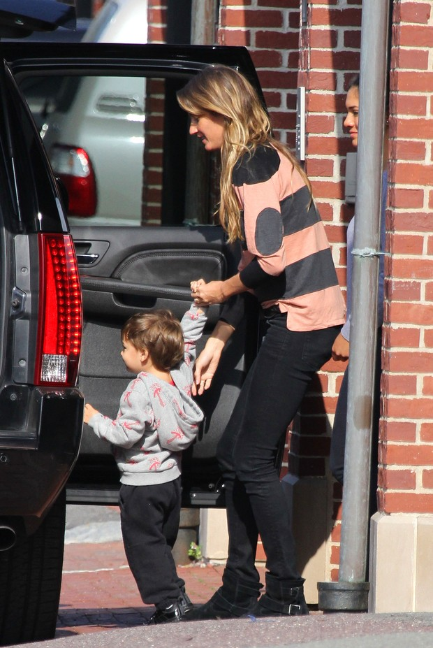 Gisele Bundchen com o filho Benjamim (Foto: Grosby Group)