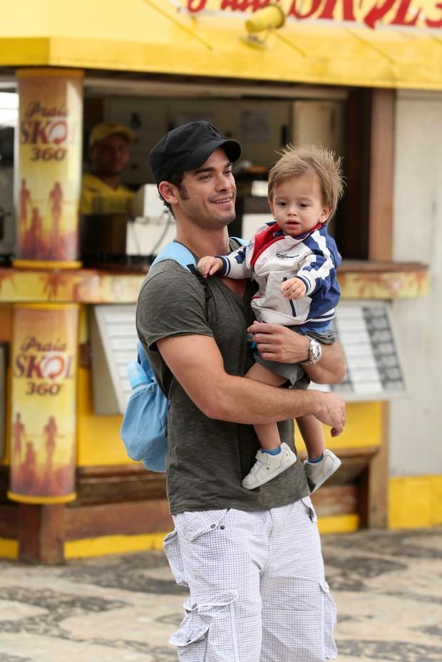 Sidney Sampaio com o filho (Foto: Ag. News/Wallace Barbosa)