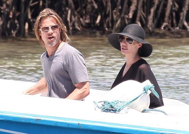 Angelina Jolie e Brad Pitt nas Ilhas Galápagos, no Equador – X17 (Foto: X17/ Agência)