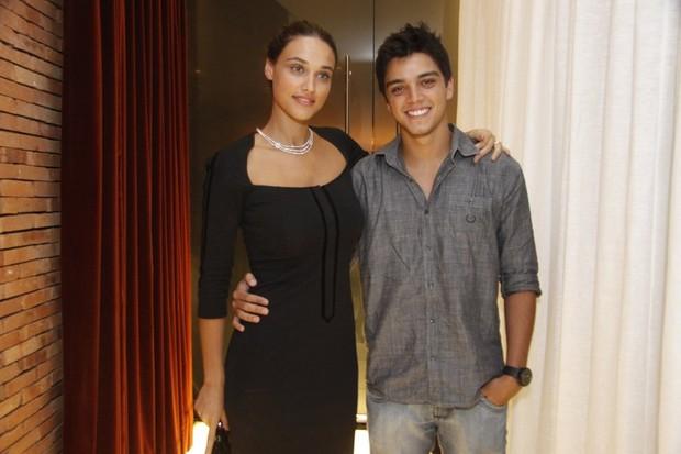 Débora Nascimento e Rodrigo Simas em evento no Rio (Foto: Philippe Lima / AgNews)