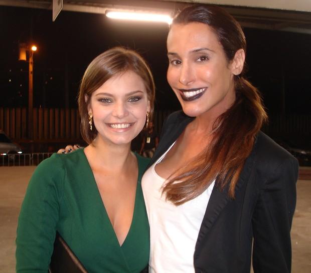 Milena Toscano e a modelo transexual Carol Marra (Foto: Rafa Borges / Divulgação)