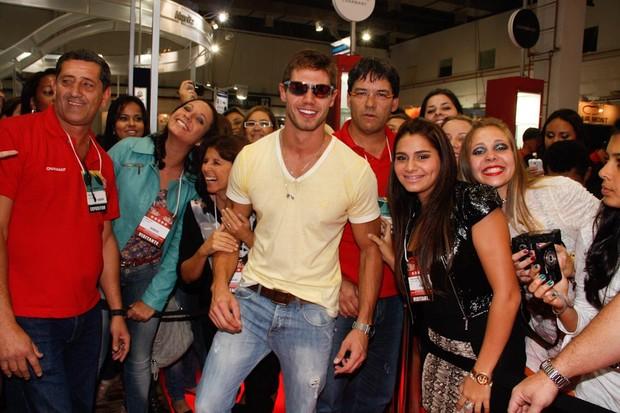 Jonas em feira de óculos em São Paulo (Foto: Amauri Nehn / AgNews)